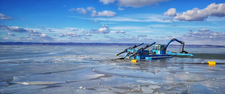 Podersdorf am See, saci bager, ťažba sedimentu, čisté jazero, ciste jazero, odbahnenie,
